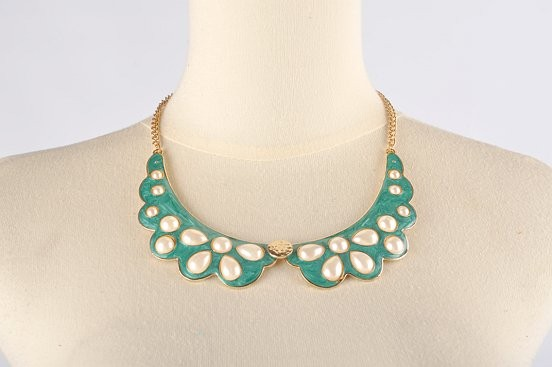 Fleuria Collar Necklace